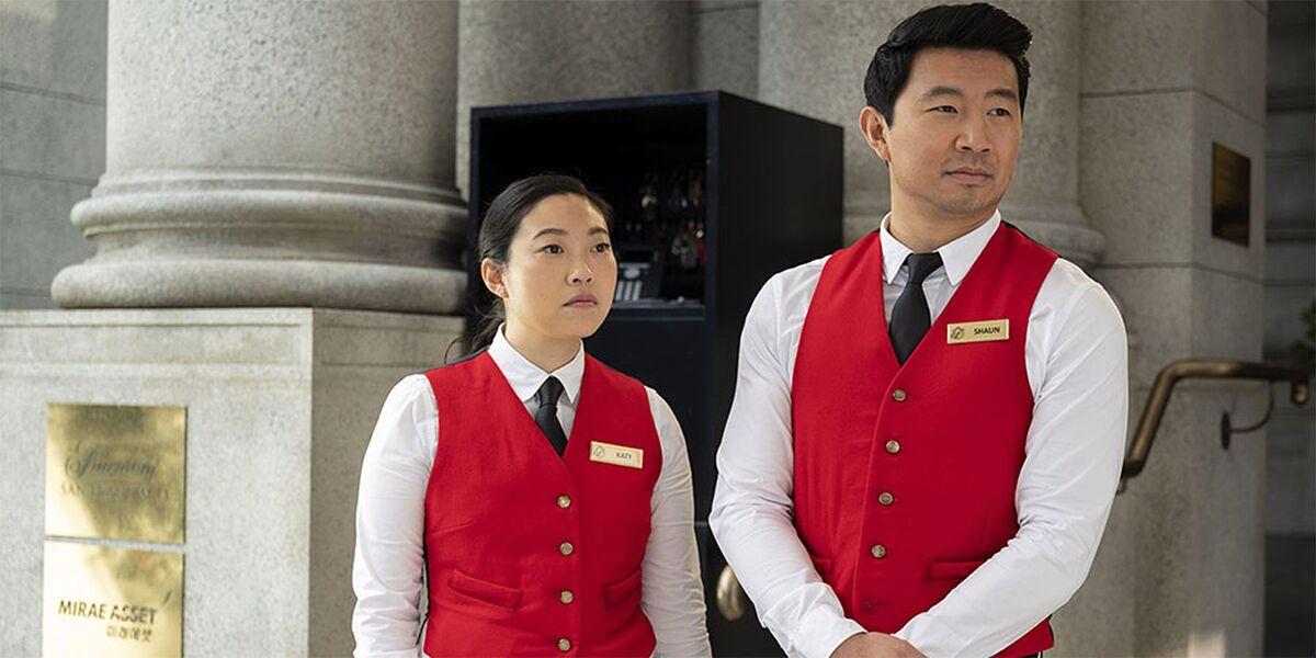 Режиссер «Шан-Чи» объяснил, почему отношения персонажей Симу Лю и Аквафины остались платоническими
