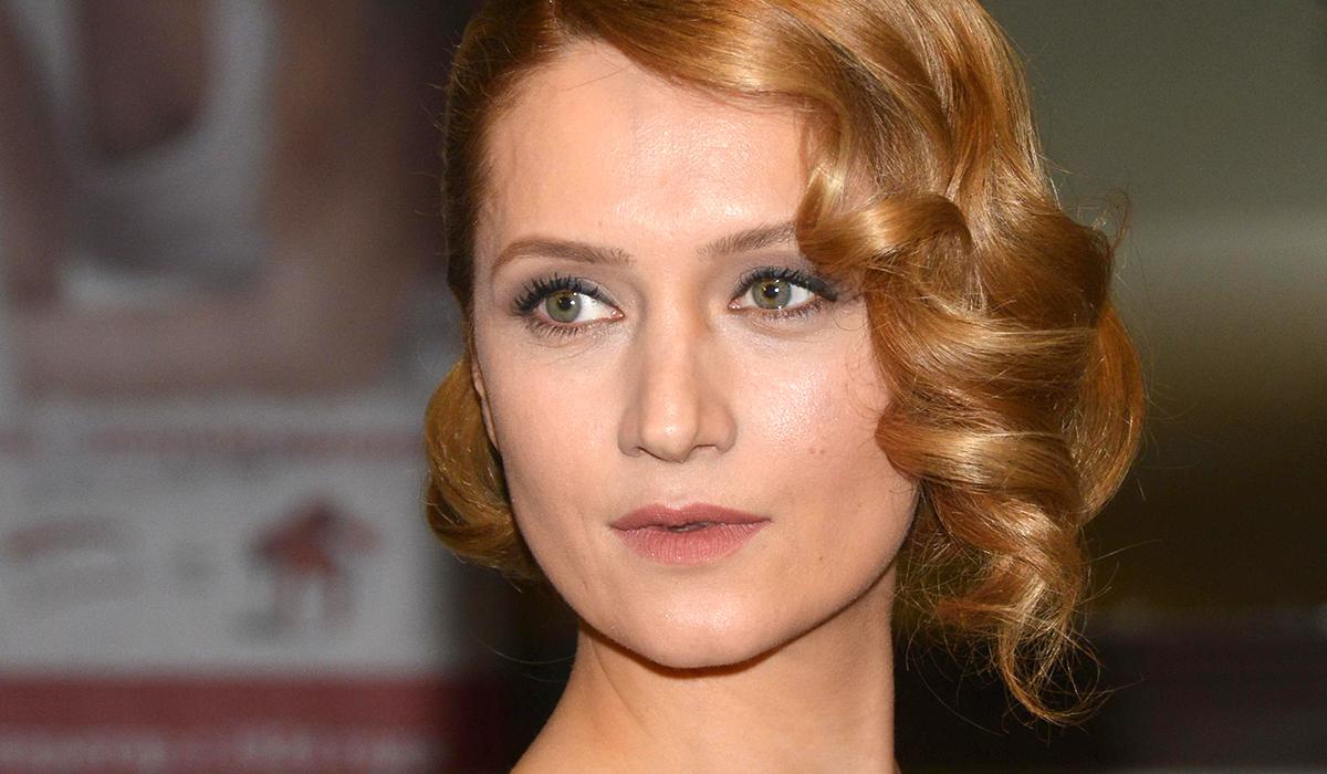 «Незаконно прекрасна»: Виктория Исакова показала честное фото без макияжа