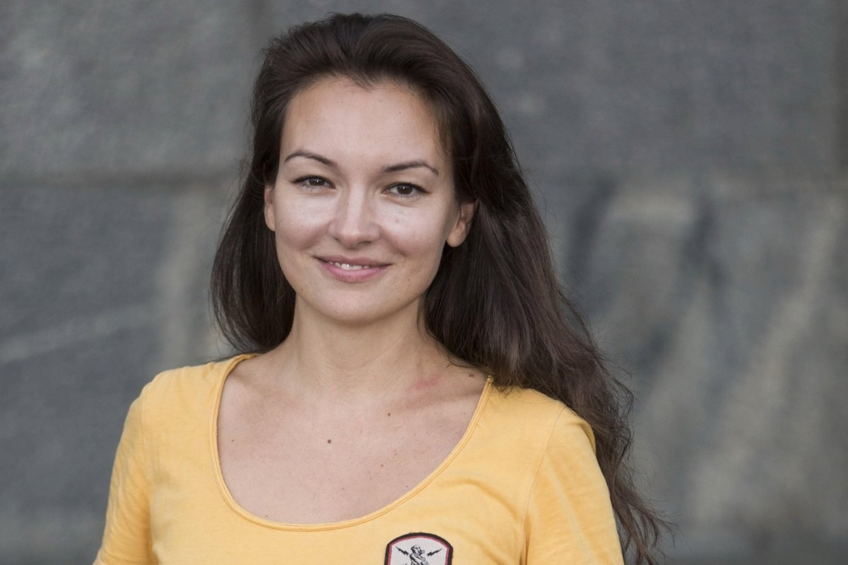 «Прекрасный чепец»: Ольга Павловец примерила необычный головной убор