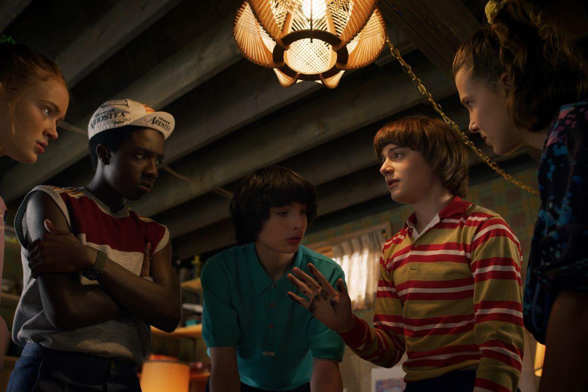 Создатели «Очень странных дел» выпустили загадочное видео, предвещающее трейлер четвертого сезона