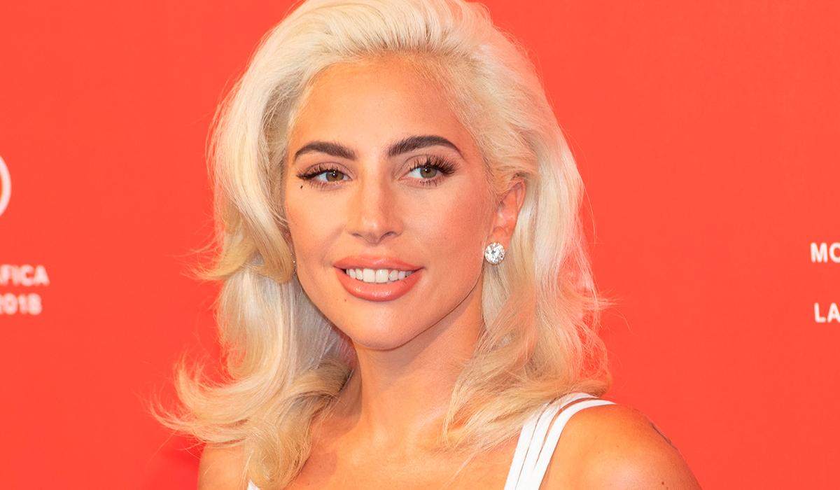 """«Будто со съемок """"Голодных игр""""»: исполнившая гимн США Леди Гага удивила фанатов"""