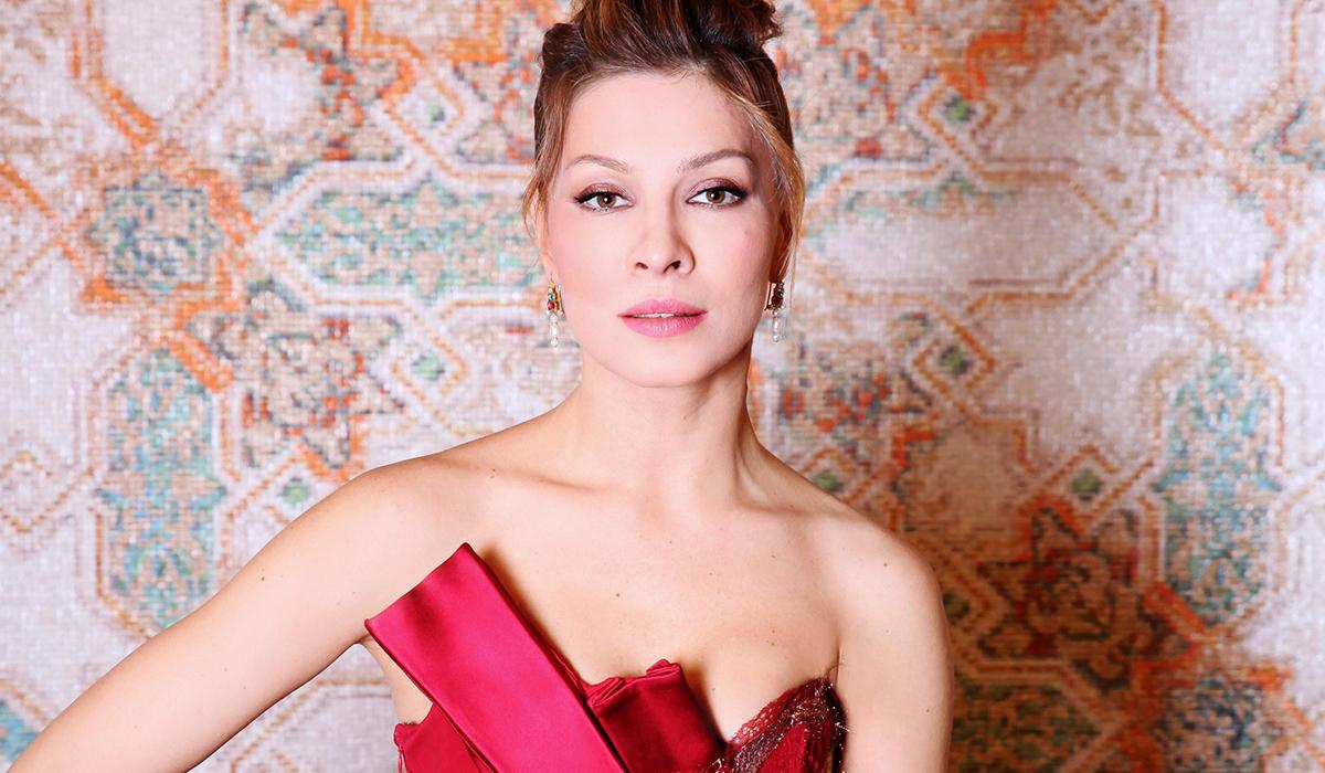 «Сама себе завидую»: Елена Подкаминская в необычном образе рассказала о проекте «Жена олигарха»