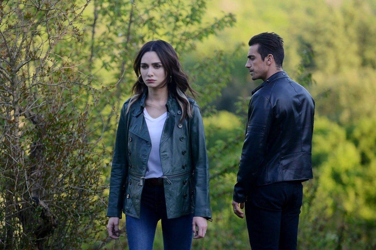 """В какой серии турецкого сериала """"Черно-белая любовь"""" Аслы узнает о беременности?"""
