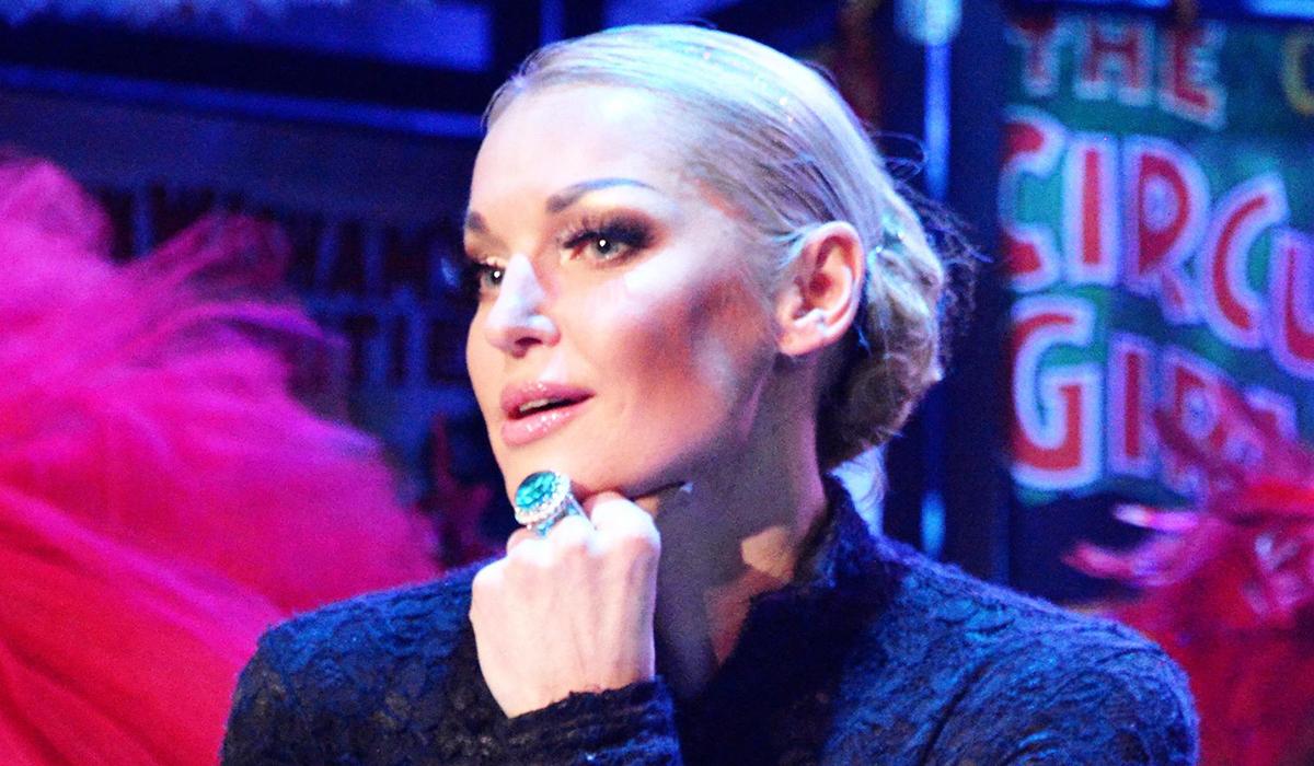 «Измерила кресло шпагатом»: Анастасия Волочкова в салоне красоты показала знаменитую растяжку