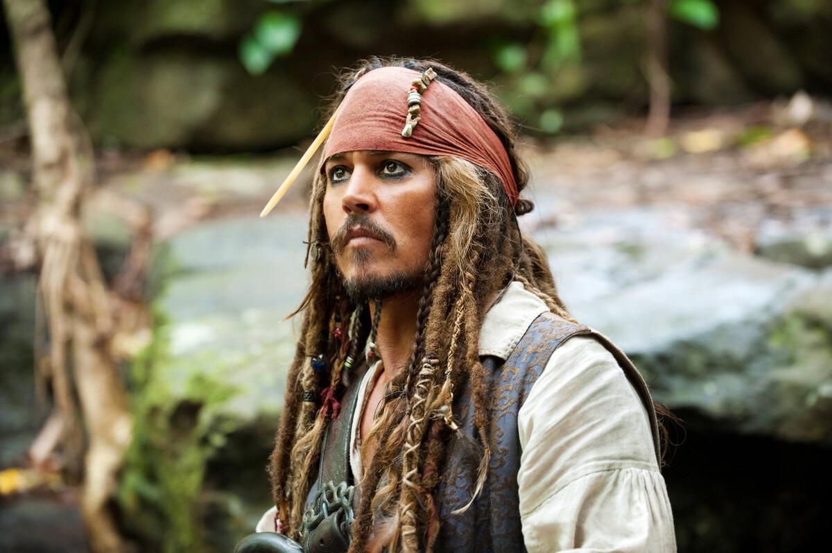 Звезда «Пиратов Карибского моря» раскритиковал Disney и Warner Bros за разрыв отношений с Джонни Деппом