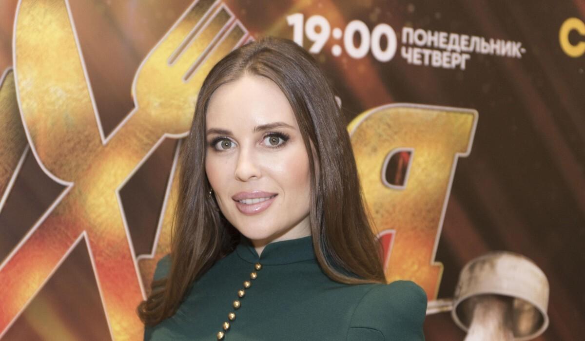 «Без макияжа не узнать»: экс-звезда «Уральских пельменей» Юлия Михалкова показала честное селфи