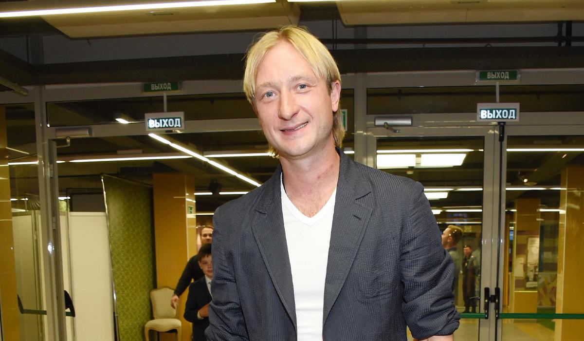 «Я в своей лейтенантской форме — размер не поменялся»: Плющенко изумил фанатов редкими кадрами