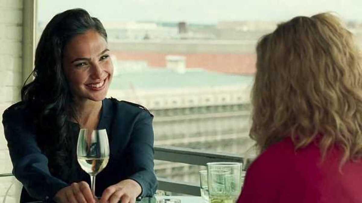 И никакой романтики: режиссер «Чудо-женщины 1984» рассказал о дружбе Дианы и Барбары
