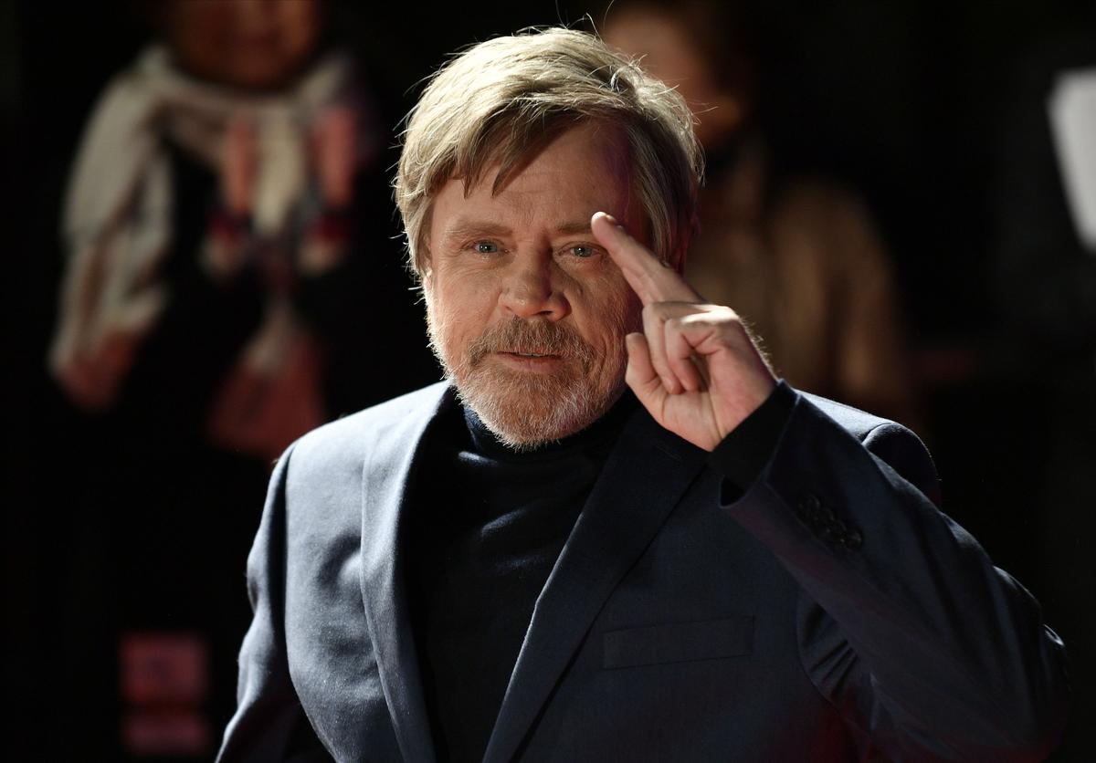 По словам Марка Хэмилла, с 2015 года регулярно он исполняет секретные камео в «Звездных войнах»
