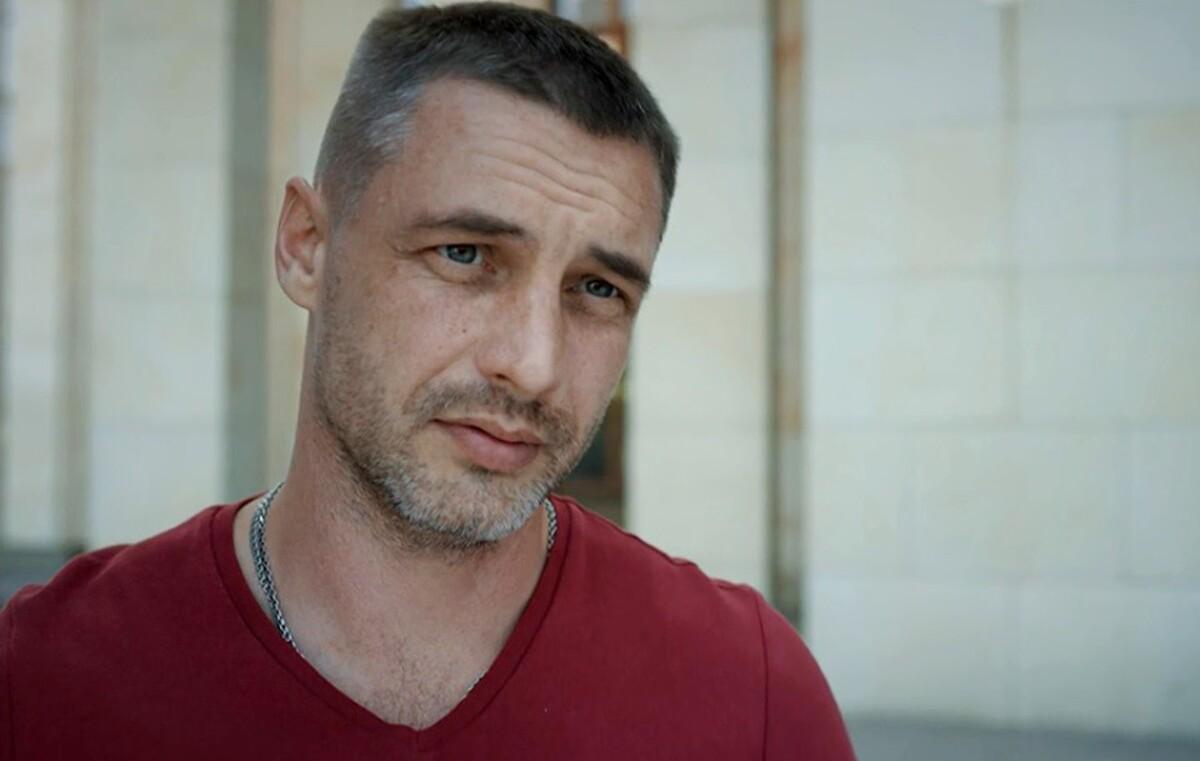 «В человеке должно быть все прекрасно»: звезда сериала «Ничто не случается дважды» Антон Батырев показал свою возлюбленную