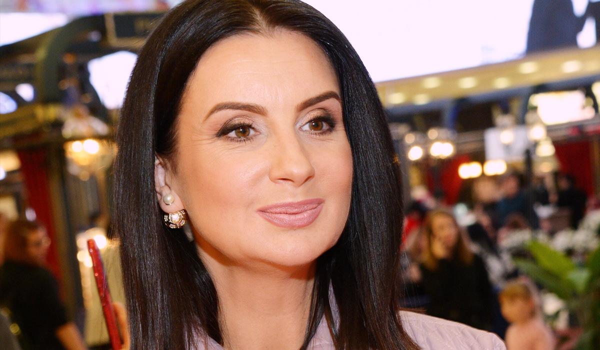 «Выглядите бесподобно»: 52-летняя Стриженова на закулисном видео с концерта очаровала фанатов