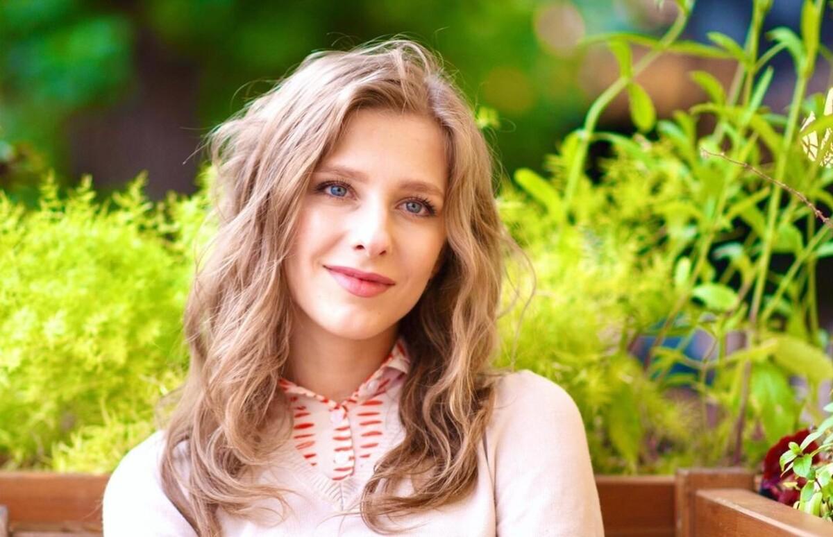 «А потом колики, после колик — зубы»: как Арзамасова умилила российских матерей