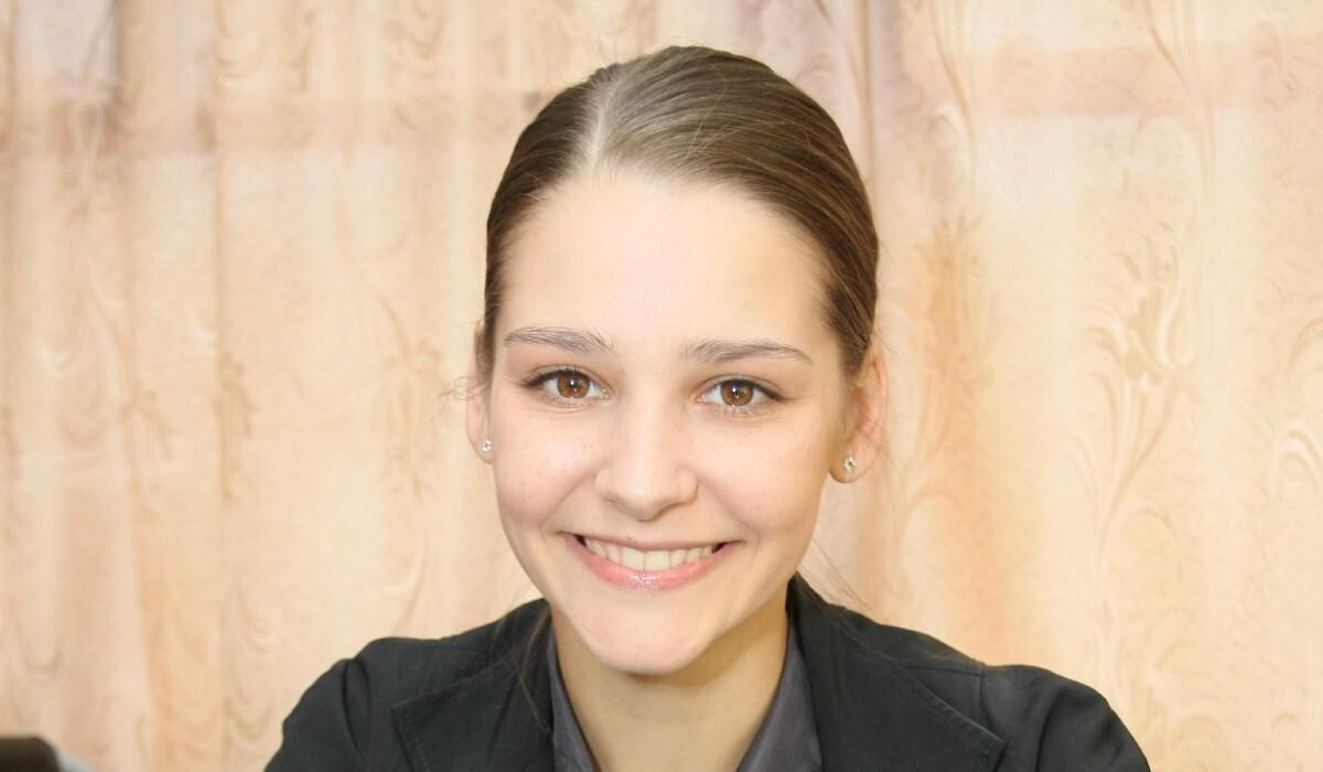 «Неожиданно гламурно»: Глафира Тарханова в образе дамы «в расцвете лет» удивила фанатов