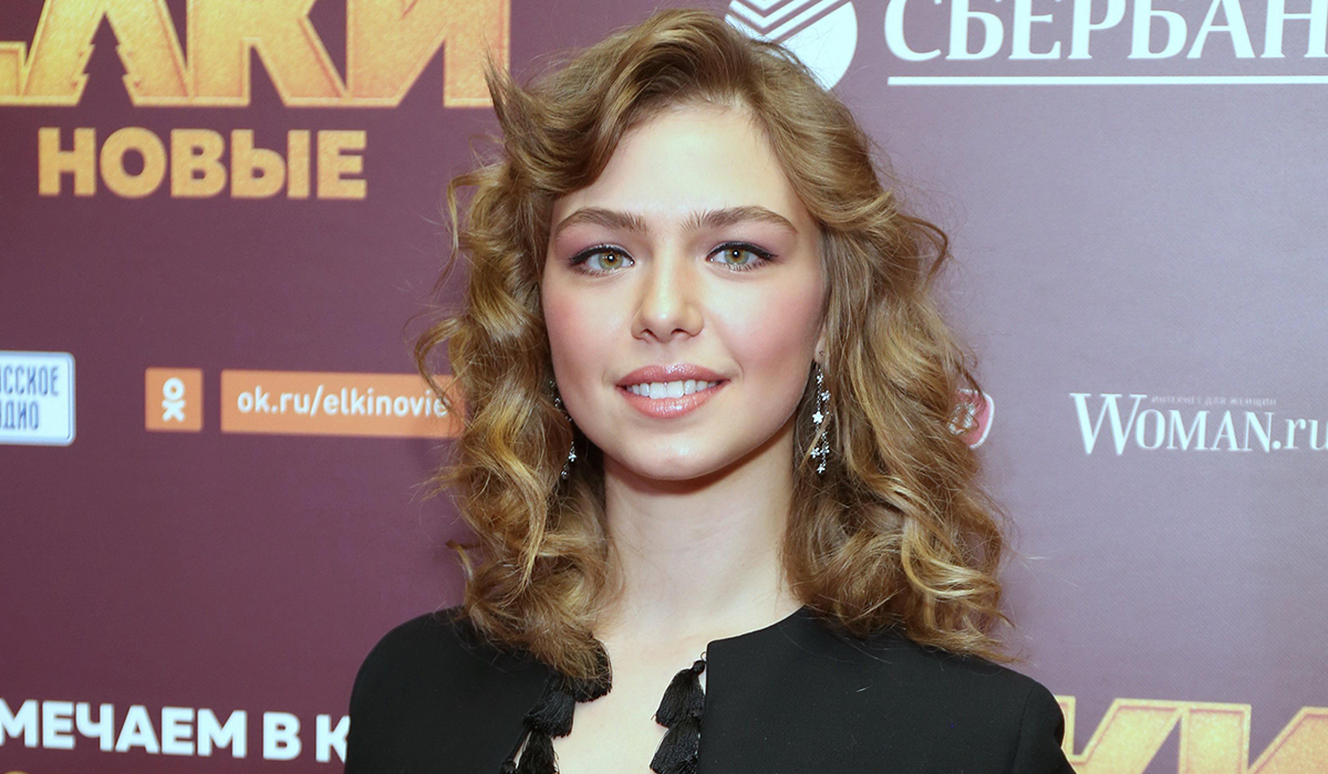 «Девушка в красном, ты так прекрасна»: фанаты едва узнали Таисию Вилкову в образе женщины-вамп