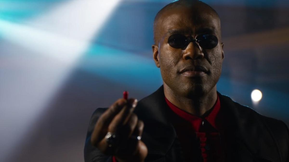 Нео с уточкой на голове: трейлер «Матрицы 4» разочаровал зрителей