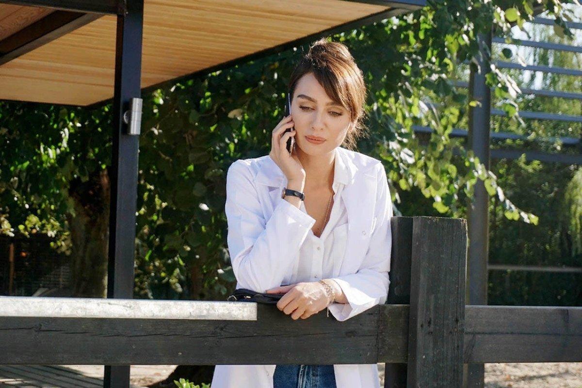 """В какой серии турецкого сериала """"Черно-белая любовь"""" Аслы попадет в аварию?"""