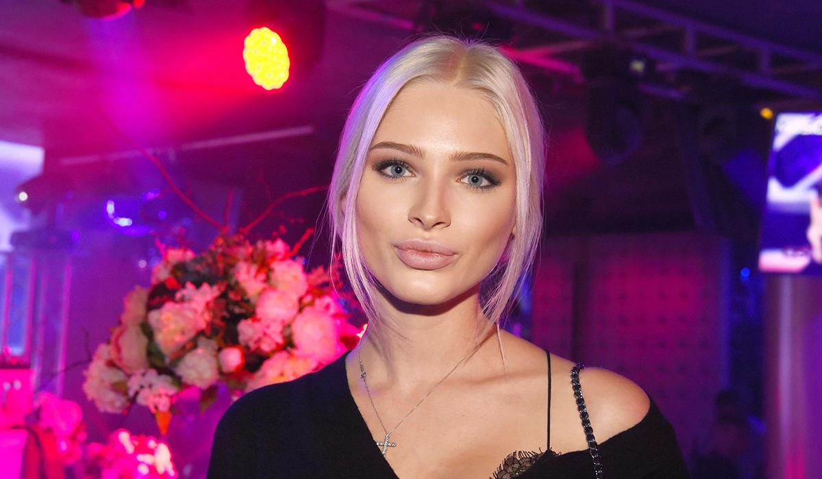 «Две сестренки»: фанатов изумило сходство Алены Шишковой с подросшей дочерью от Тимати