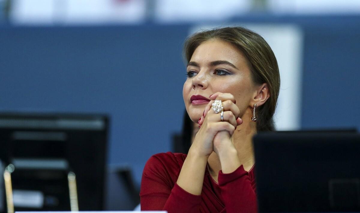«Говорит Алина Путина»: в Сети обсуждают кольцо на безымянном пальце Кабаевой