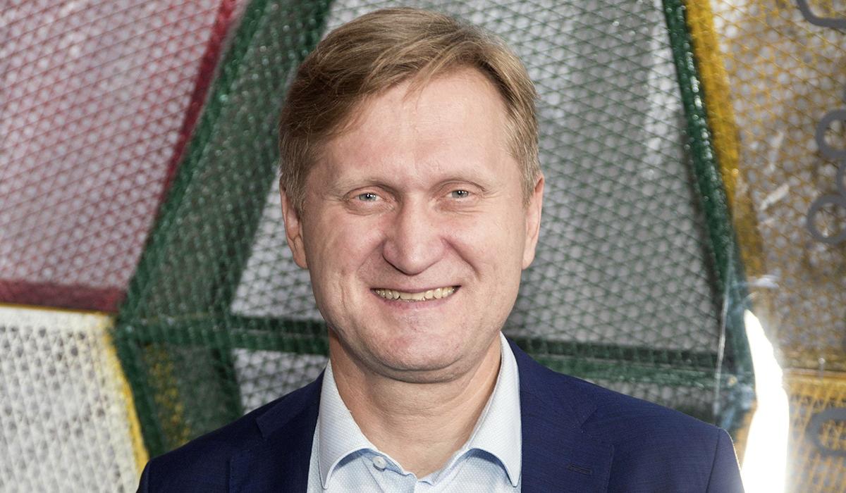 «Подрядился заливать каток»: Андрей Рожков из «Уральских пельменей» освоил новую профессию