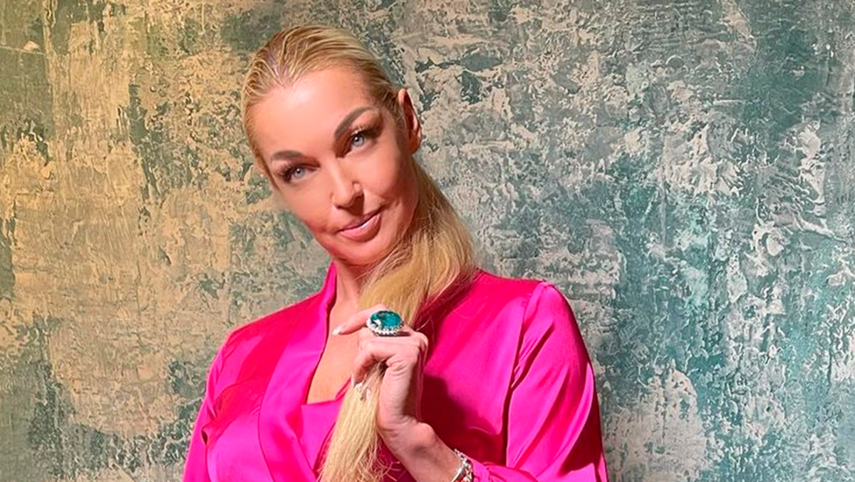 «Конечно, у нее сделана пластическая операция»: косметолог обвинила Волочкову во вранье