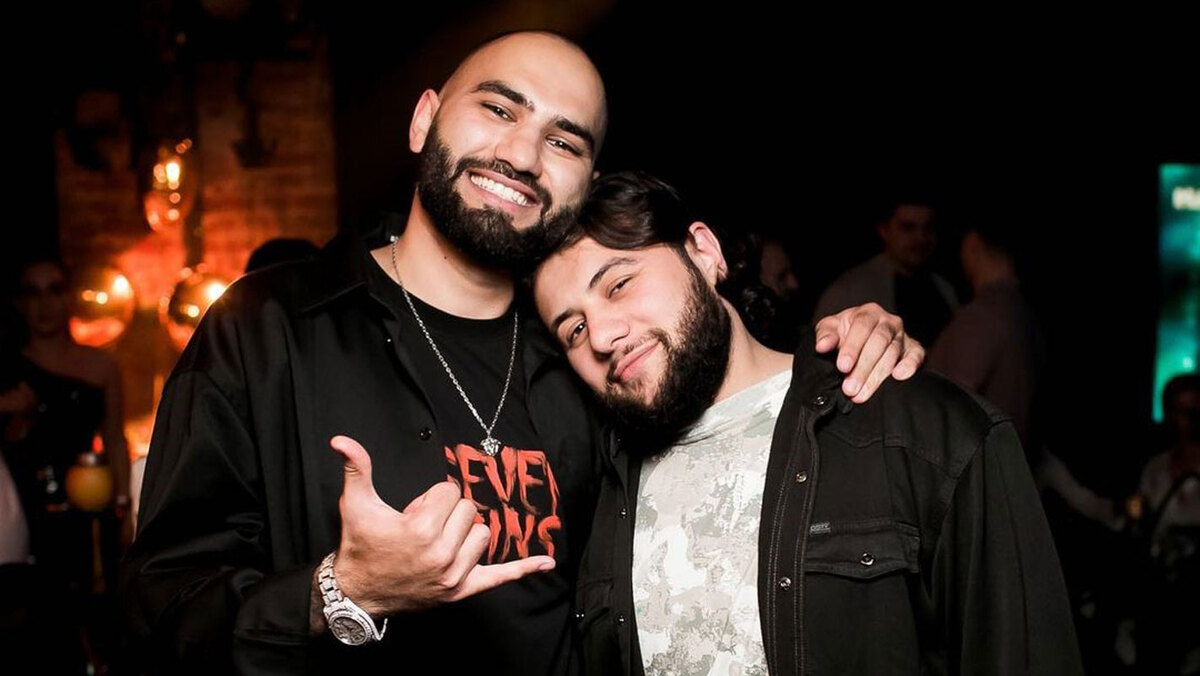 «Сашу забрали»: солиста дуэта HammAli and Navai госпитализировали перед концертом