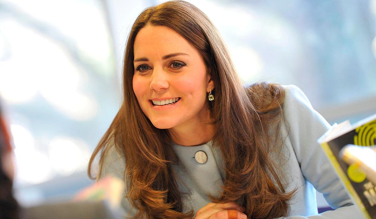 «Шарлотта учит Луи йоге»: дети Кейт Миддлтон и принца Уильяма восхищают соцсети