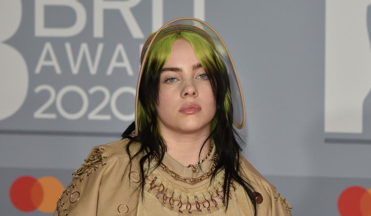 Оверсайз и эпатаж: Билли Айлиш выпустила коллекцию одежды из натуральных тканей