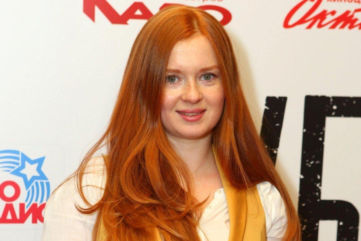 «Девушка цвета меда»: Екатерина Копанова покорила фанатов стильным фотосетом