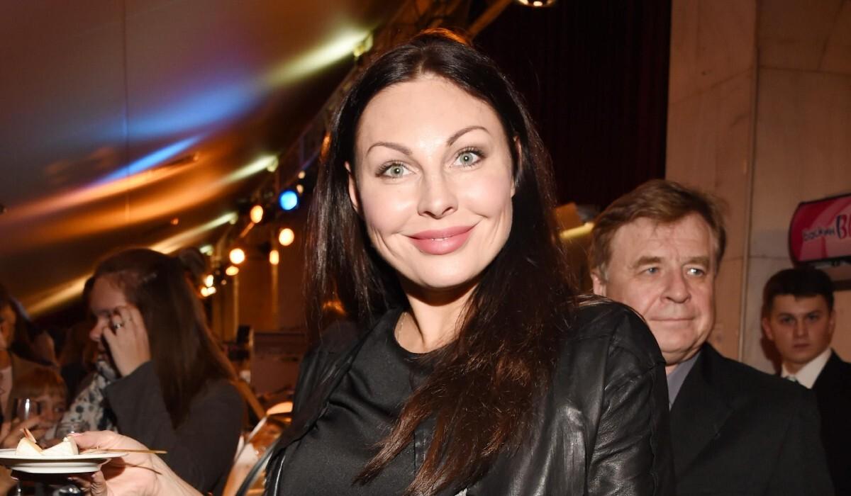 «Возраст красоту сделал только лучше»: Наталья Бочкарева показала пышные формы в глубоком декольте