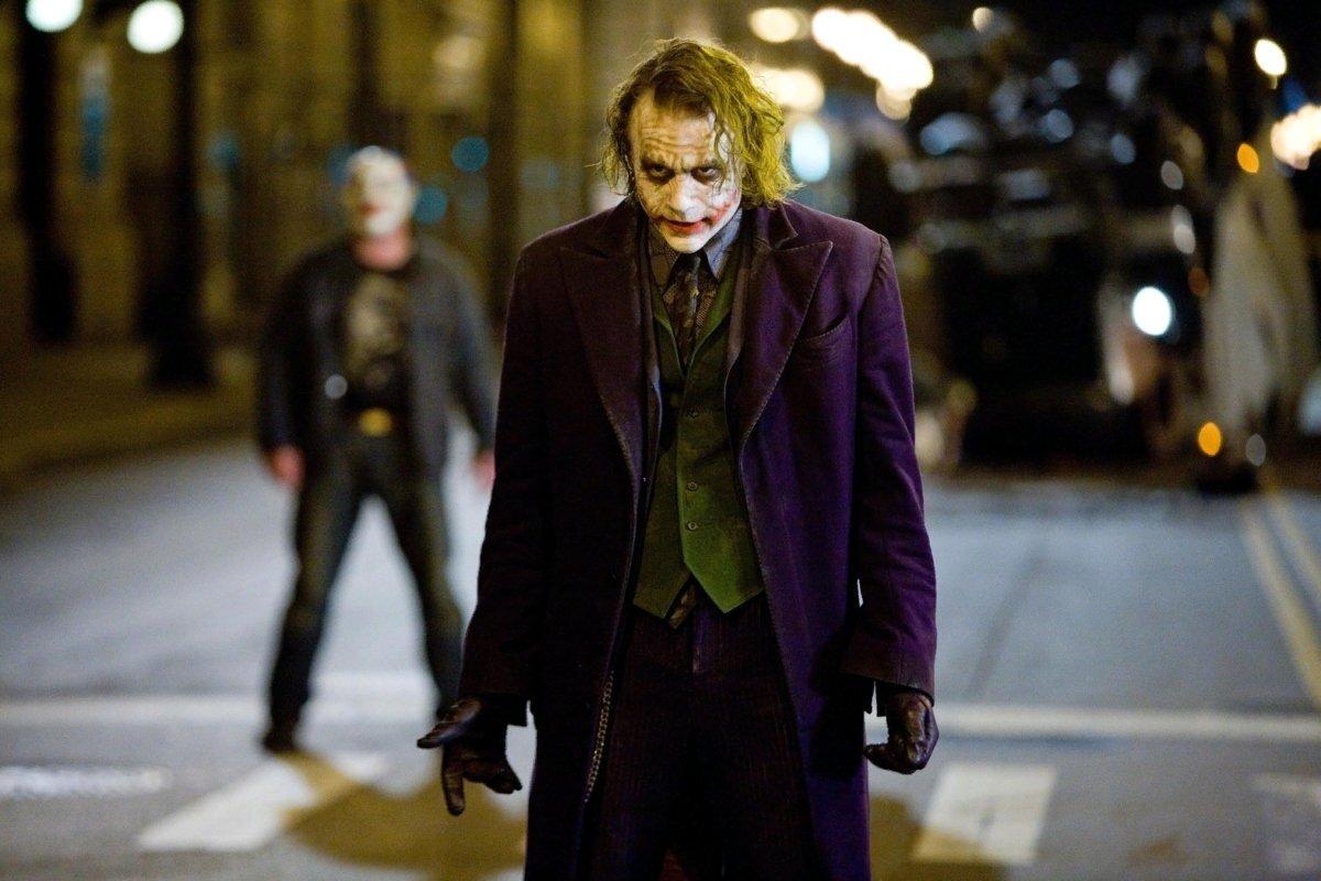 Кто озвучивал Джокера в «Темном рыцаре» Нолана на русском?