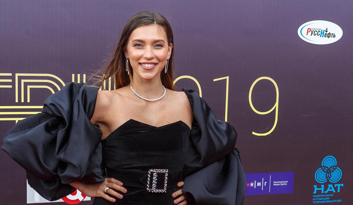 «Проблемы с зубами?»: Регина Тодоренко удивила фанатов брекетами