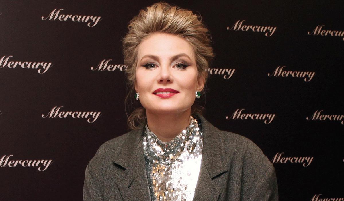 «У меня не целовался артист»: Рената Литвинова поделилась яркими воспоминаниями со съемок новой картины