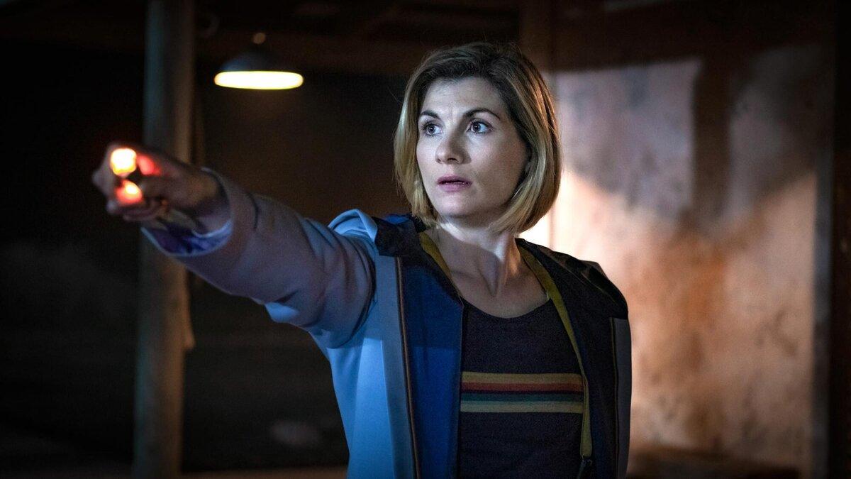 Джоди Уиттакер еще погружена в роль Доктора Кто и не думает о надвигающемся уходе из сериала