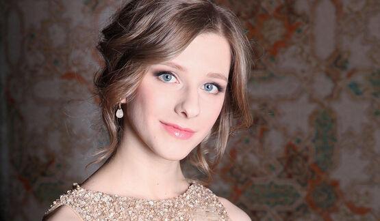«Самая красивая на свете»: Лиза Арзамасова похвасталась подтянутым прессом на чувственном фото