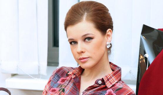 «На Миллу Йовович похожа»: Екатерина Шпица показала грудь в смелом декольте